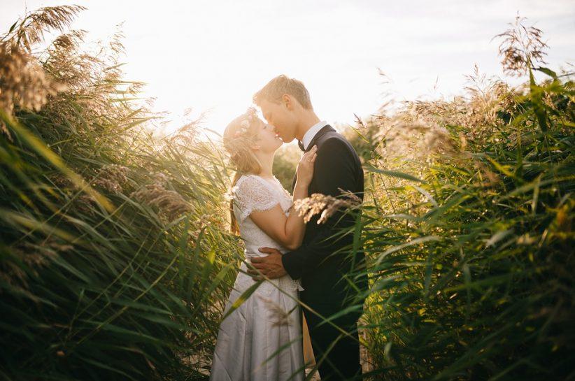 Natural Posing Tips for Your Wedding Photos