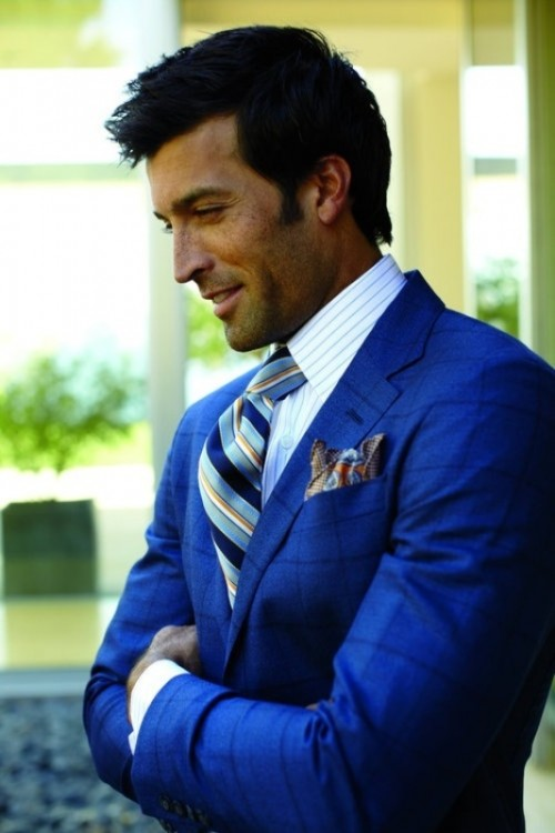 14 Bright and Colorful Groom Suit Ideas